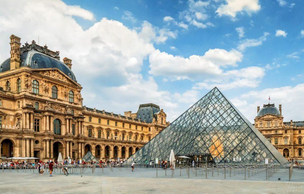 У Франції через коронавірус закрили Лувр. Фото: відкриті джерела.