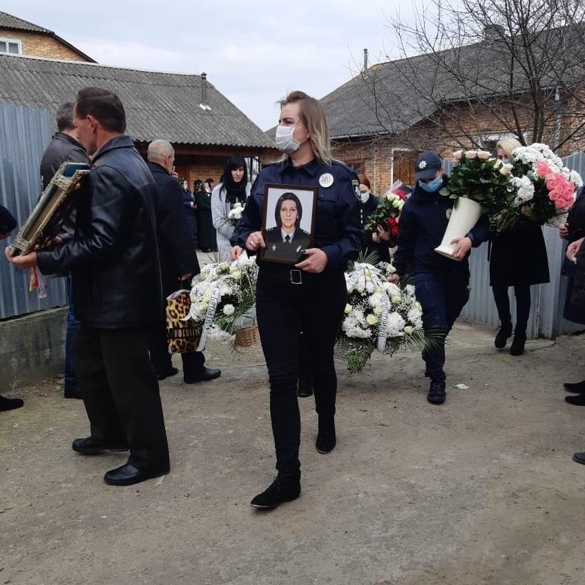 На Львівщині в останню путь провели поліцейську Марію Цюпку. Фото: ГУ НП.