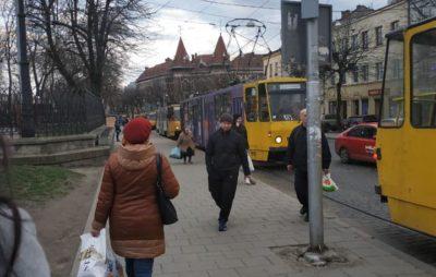 У Львові через ДТП зупинились трамваї. Фото: Ігор Зінкевич.