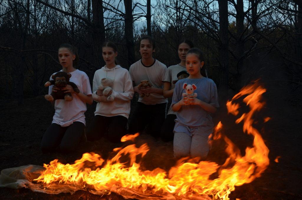 Діти піснею«Підпал»закликають зупинити злочин проти природи. Фото: Галина Гузьо.