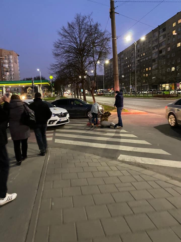 У Львові водій збив жінку. Фото: Ігор Зінкевич.