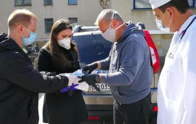 Федина передала медзакладам Тернопільщини захисні костюми