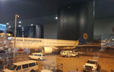 Фото: літак з українцями в США (twitter.com/YelchenkoUN)