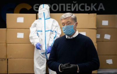 Фонд Порошенка відправив перші 10 тисяч захисних костюмів для лікарів