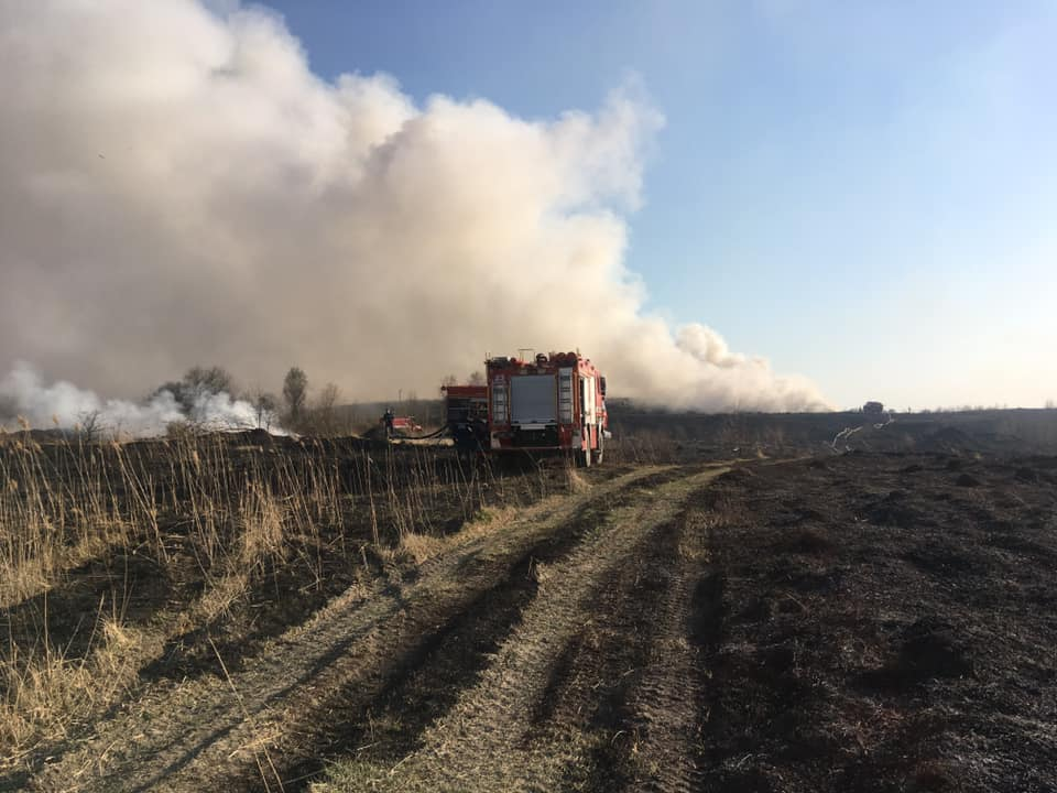 Як сильна пожежа охопила Нововяворівське сміттєзвалище. Фото: Юрій Кенцало.
