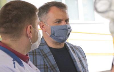 Синютка і Княжицький передають захисні костюми від фонду Петра Порошенка медзакладам Львова, фото 4studio