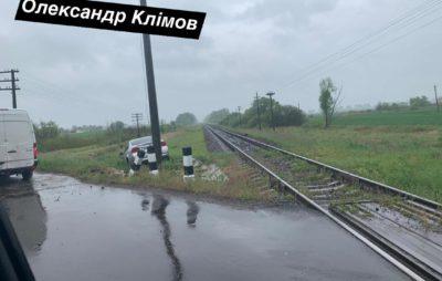 На Львівщині автомобіль злетів у кювет. Фото: Олександр Клімов.