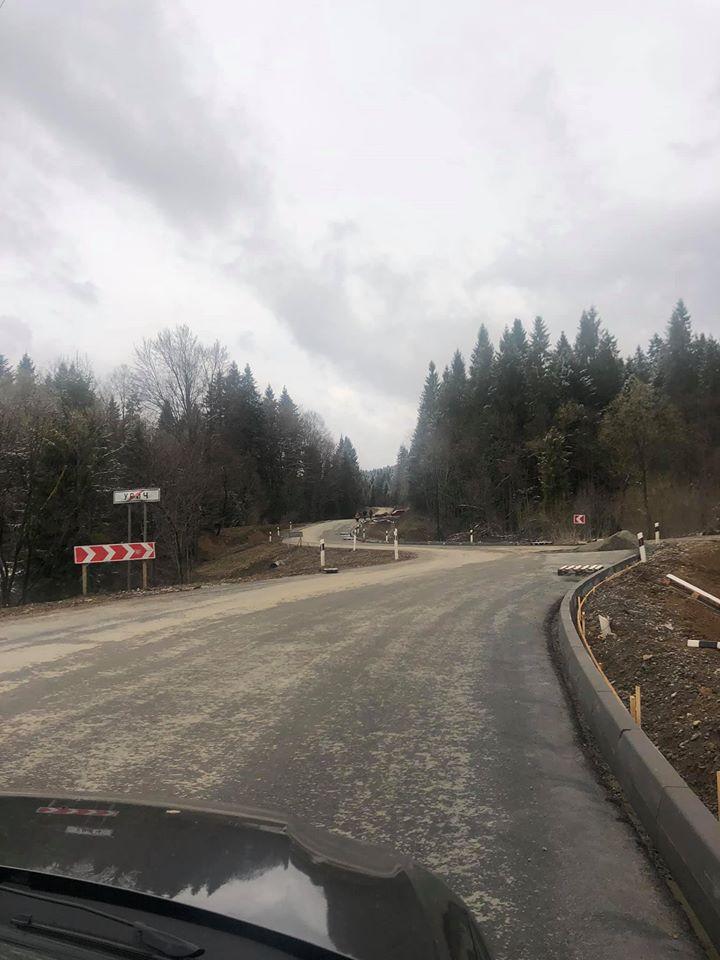 Як ремонтують дорогу біля Урича. Фото: Олександр Ганущин.