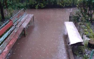 Як після зливи затопило Новий Розділ. Фото: Orisya Ostra.