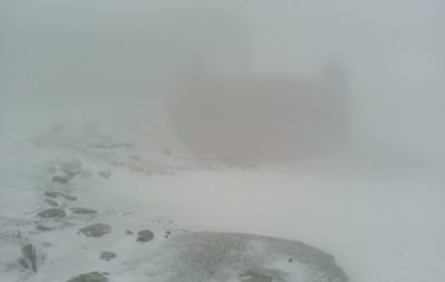 Сніг у Карпатах . Фото: Чорногірський гірський пошуково-рятувальний пост.