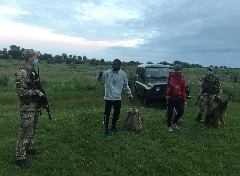 У Краковці затримали двох нігерійців. Фото: прес-служба Мостиського прикордонного загону.