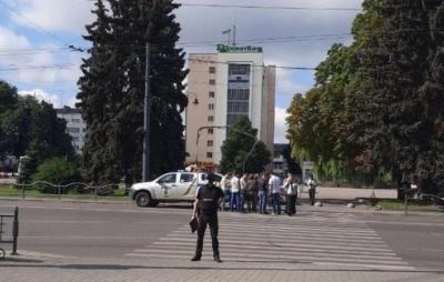 В Луцьку невідомий з вибухівкою і зброєю захопив автобус з людьми. Фото: НВ.