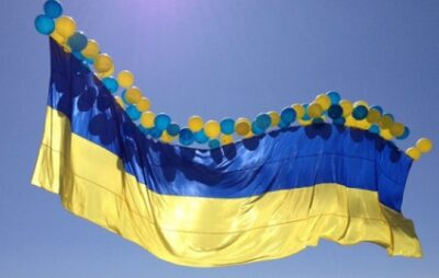 Над окупованим Донбасом запустили синьо-жовтий прапор. Фото: відкриті джерела.