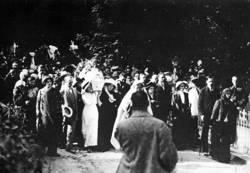 Жалобна процесія з тілом Лесі Українки на Байковому кладовищі, 7 серпня 1913 року © Музей видатних діячів української культури, Київ