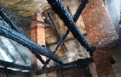 На Яворівщині загорівся Народний дім. Фото: ДСНС