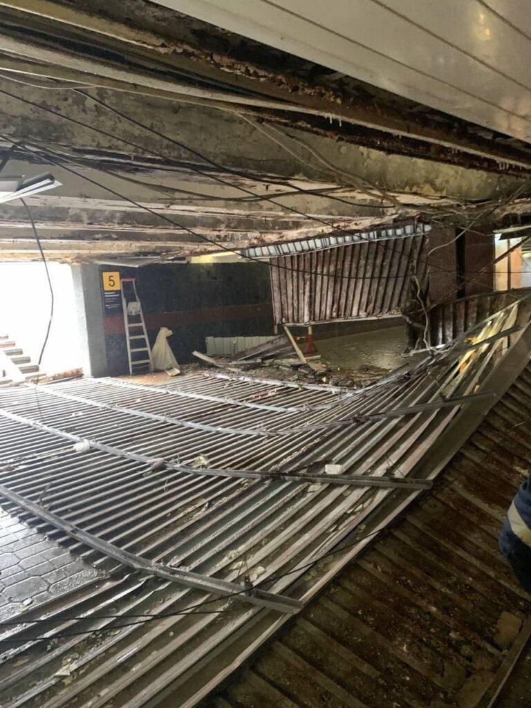 На Майдані Незалежності обвалилась стеля у підземному переході Фото: Сергій Притула