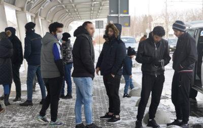 Правоохоронці Львівщини видворили з території України нелегальних мігрантів. Фото: Нацполіція
