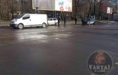 У Львові зіткнулись автомобілі. Фото: Варта1.