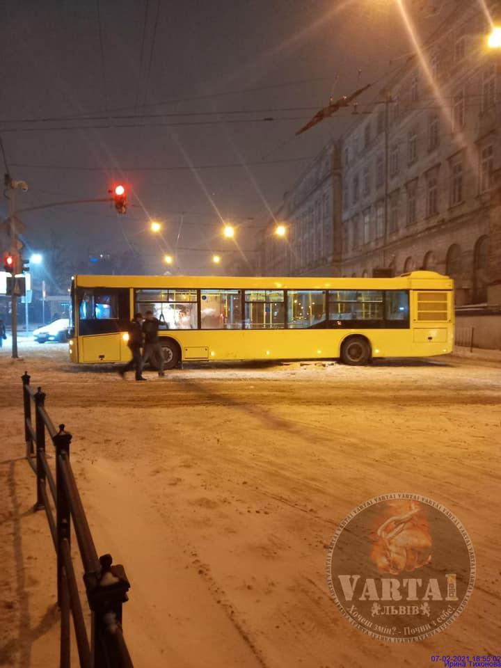 У Львові зупинився рух трамваїв. Фото: Варта1