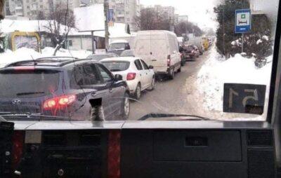 У Львові автомобілі швидкої допомоги через затори не можуть доїхати до лікарні