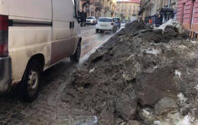 У Львові не прибирають сніг. Фото: Dariya Pater-Karpa