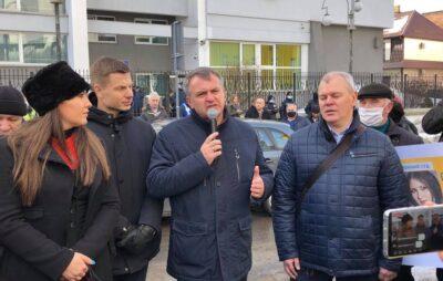 Олег Синютка підтримав Софію Федину та Марусю Звіробій. Фото: Четверта студія.