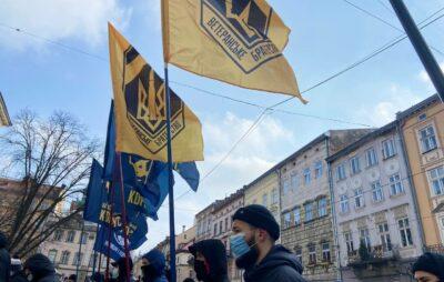 У Львові біля міської ради «повісили» Тараса Козака. Фото: Нацкорпус