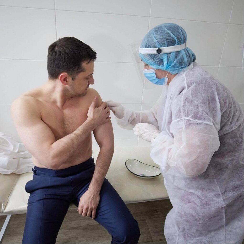 Зеленський вакцинувався від коронавірусу. Фото: Інстаграм/Володимир Зеленський