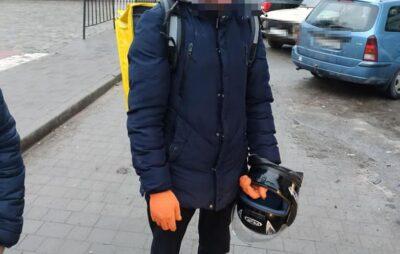 У Львові нетверезий кур'єр доставки їжі вчинив ДТП. Фото: Патрульна поліція.