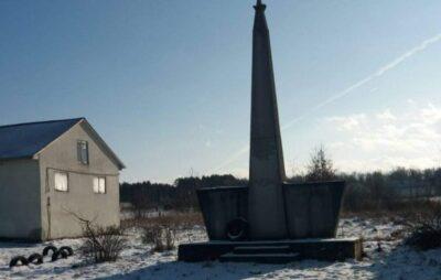 На Львівщині знайшли радянський пам'ятник. Фото: ЄС