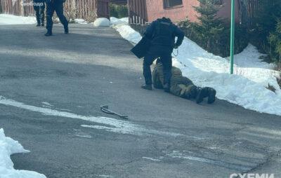 До маєтку Медведчука на Закарпатті прийшли з обшуками. Фото: Схеми
