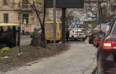 У Львові через ДТП ускладнився рух транспорту. Фото: Варта1.