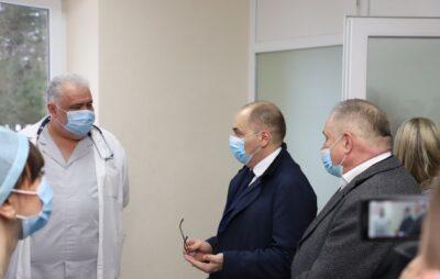 Максим Степанов відвідав Новояворівську районну лікарню. Фото: Яворівська РДА.