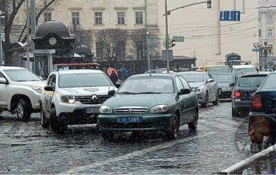 У Львові автомобіль поліції потрапив у ДТП. Фото: Варта1.