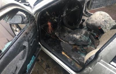 На Львівщині згорів автомобіль. Фото: ДСНС
