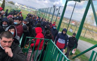 На кордоні з Польщею вишикувалась черга з сотень людей. Фото: Таня Гуч-Мусяк