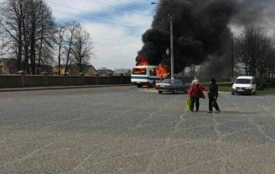 У Дрогобичі під час руху загорівся автобус. Фото: Варта1