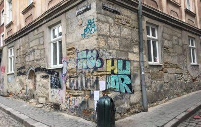 У Львові графіті знищили фасад будинку. Фото: Alex Andr