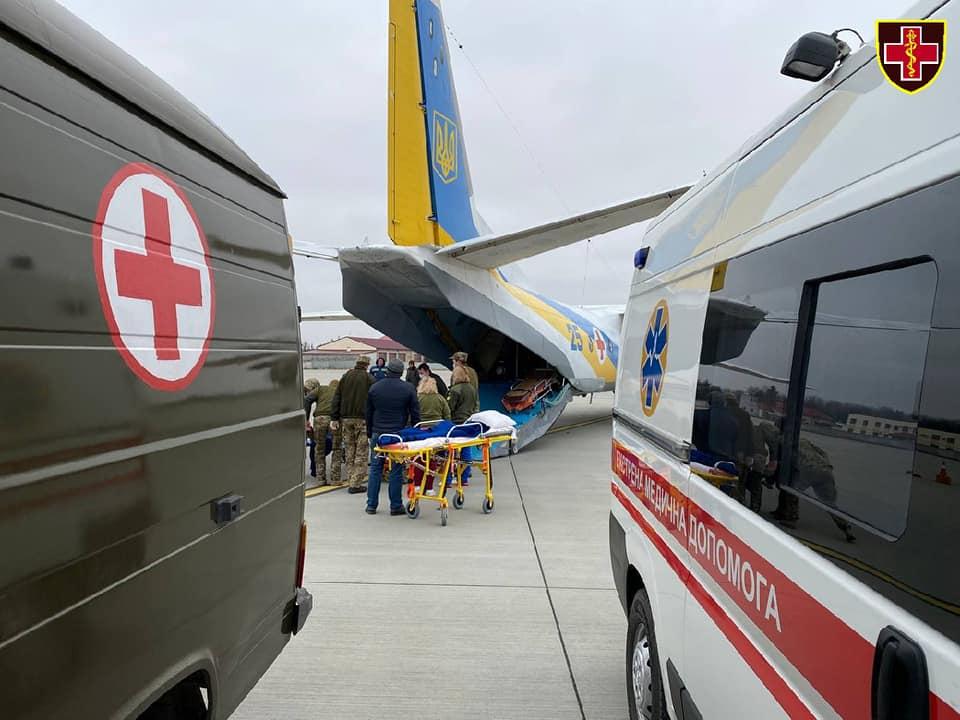 До Львова з Харкова транспортували шість військових. Фото: Командування медичних сил ЗСУ