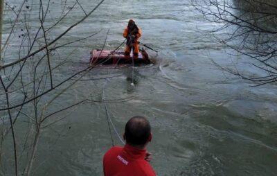 У Львівській області автомобіль злетів у річку. Фото: ДСНС