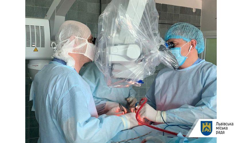 Львівські нейрохірурги прооперували 4-річного хлопчика з важкою пухлиною
