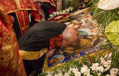 Львів'ян закликають не цілувати Плащаниці та ікони. Фото з відкритих джерел