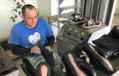Працівникам Львівського протезного заводу 8 місяців не платять зарплати. Фото: Суспільне