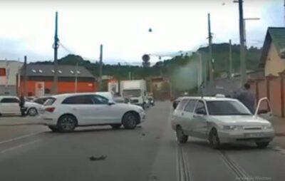 У Львові на вулиці Промисловій зіткнулись автомобілі. Фото: скриншот