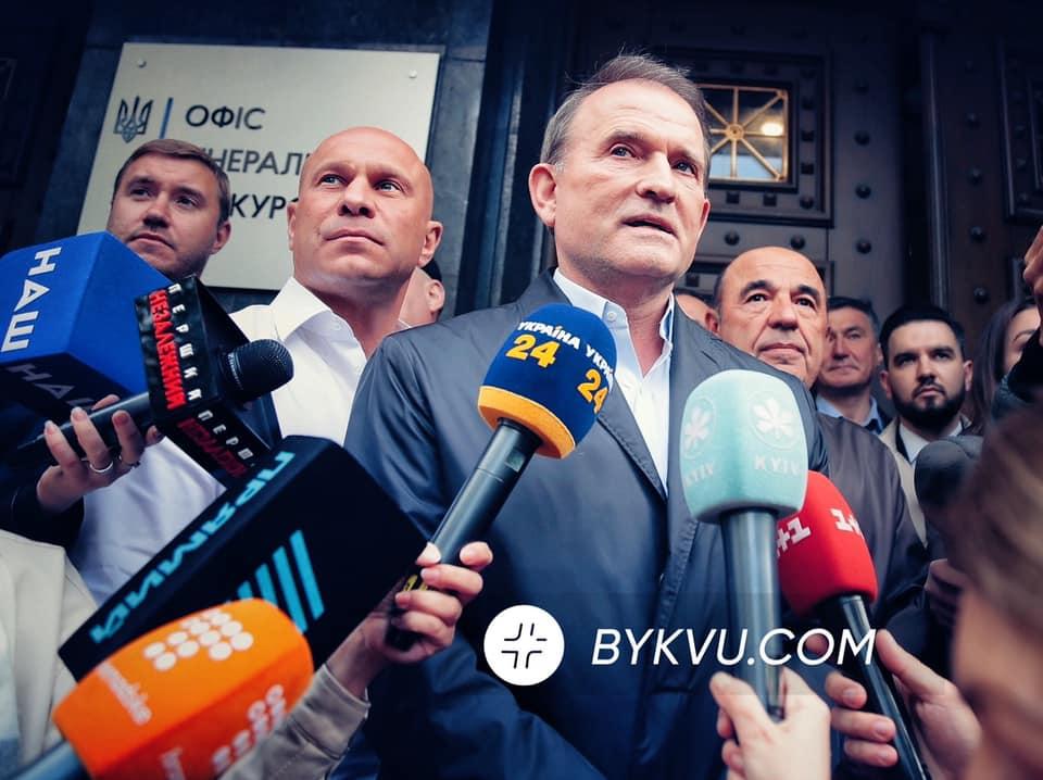 Медведчук прибув до Офісу генерального прокурора. Фото: Yan Dobronosov