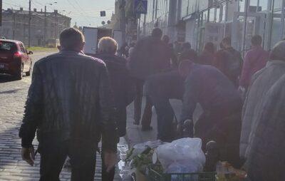 У Львові просять навести лад із площею біля Привокзального базару. Фото: Ervi Rygel