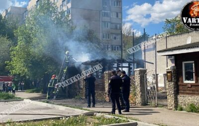 У Львові на вулиці Пулюя горить будівля. Фото: Варта1