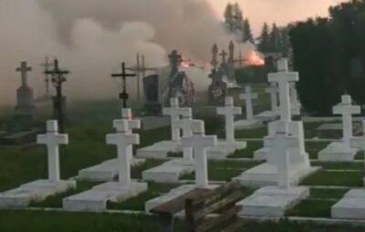На Львівщині горіло кладовище. Фото: Буськ онлайн