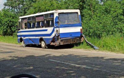 На Львівщині вантажівка зіткнулась з пасажирським автобусом. Фото: Буськ онлайн