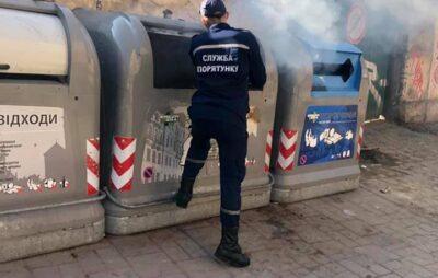 У Львові підпалили сміттєві контейнери. Фото: ГрінЕра Україна